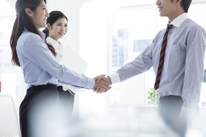 Businessmen and business women have a handshake